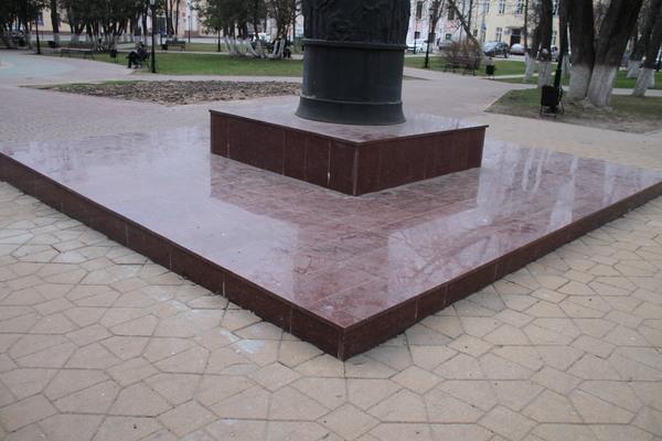 Памяник Ленину Калуга Империал Ред