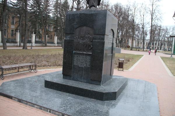 Памятник Святому Лаврентию Калуга Гранит Пироксенит